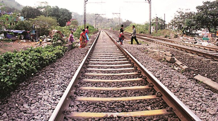 Why are there stones on railway tracks in Marathi